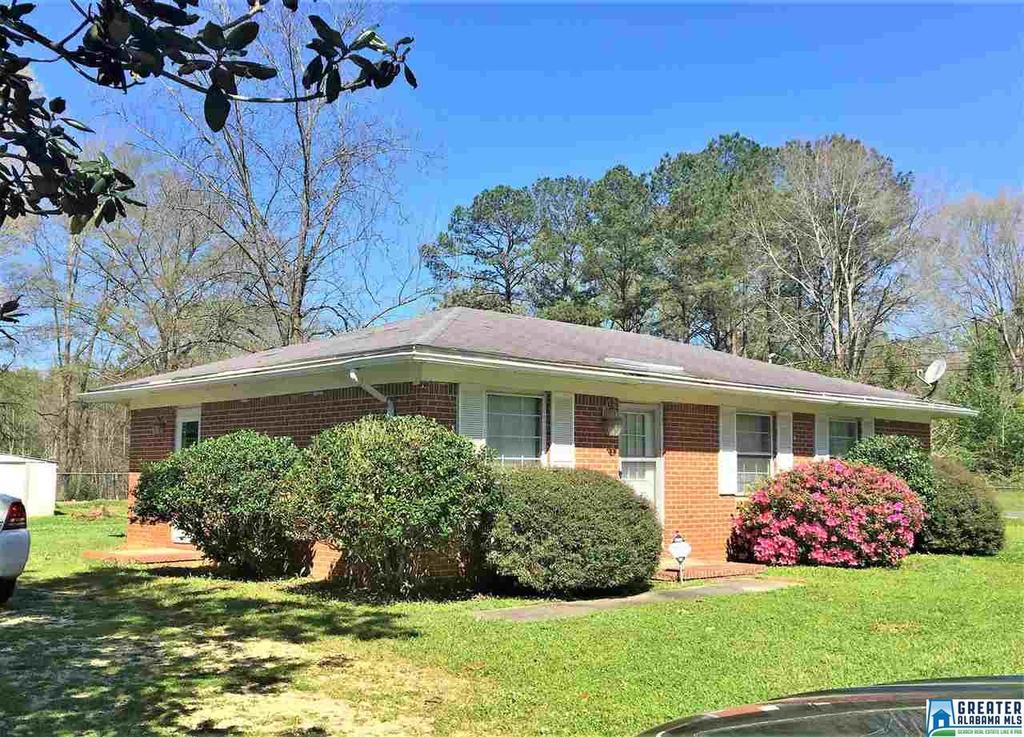 Photo of home for sale at 105 Dogwood Ave, Brent AL